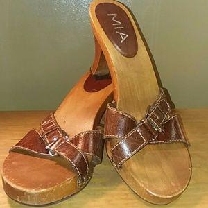 Mia wood sandal size 8